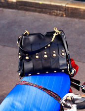 Wide Fringed Bag To Carry In Two Ways : Bags color Black