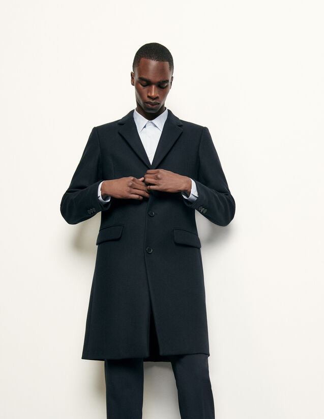 Long coat fastened with three buttons : Spring Pre-Collection color Bordeaux