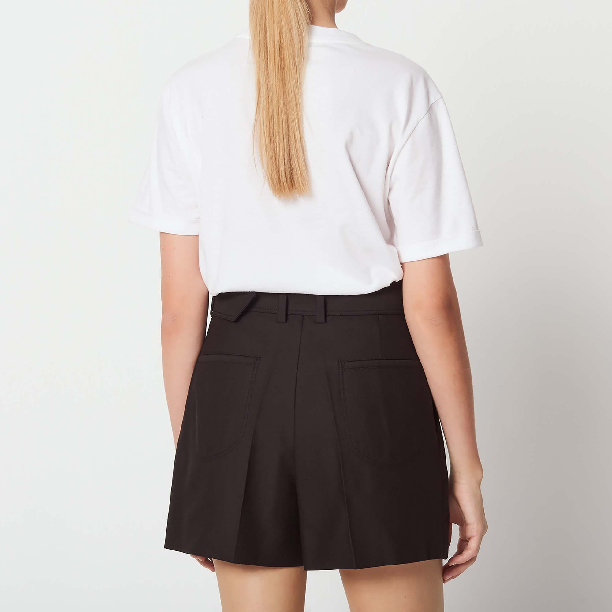211eacfc0bf587 High-waisted shorts with belt